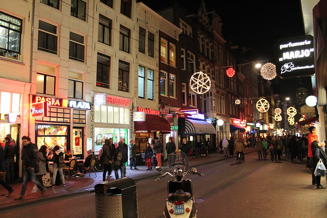streets at night amsterdam