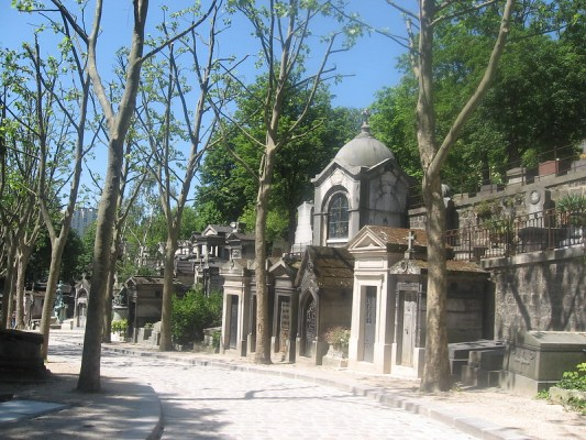 Paris on a Budget - the tea break project solo female travel blog