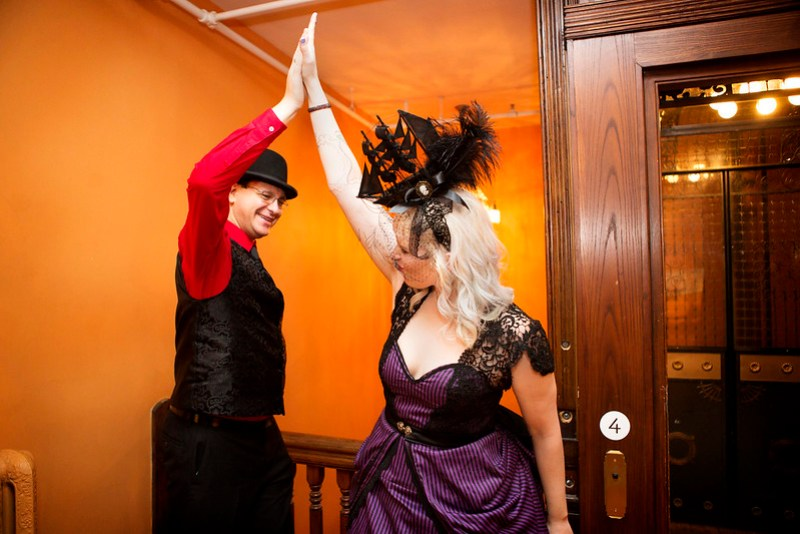 The goth headpiece of our dark and stormy day dreams as seen on @offbeatbride
