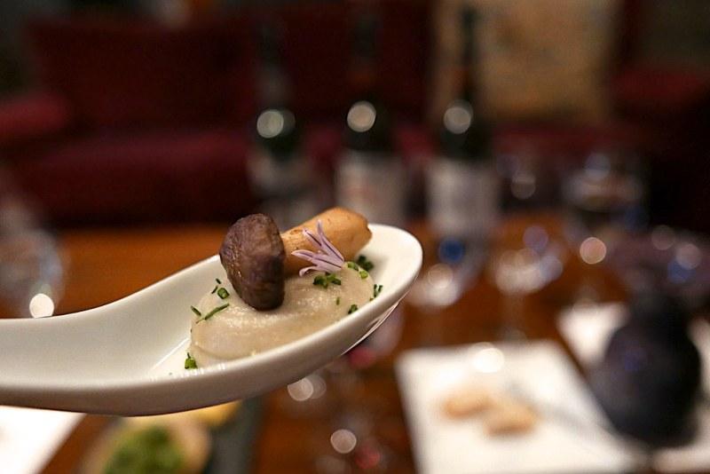 Mushroom bite paired with the Edizione Pennino.