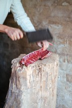 Roe deer venison: cutting up the left overs