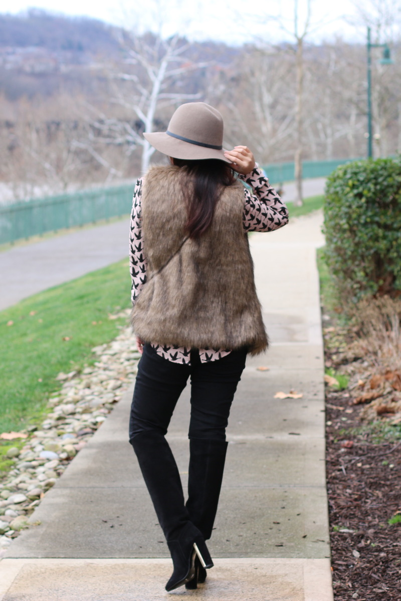 romwe-faux-fur-vest-tall-suede-boots-9