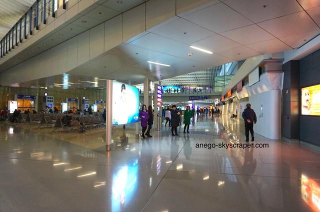 香港空港 2タミ アウェー感満載