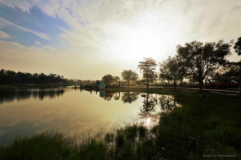 晨光序曲(sunshine on lake)