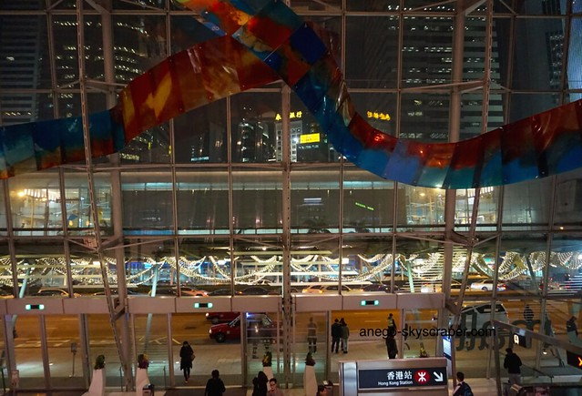夜の香港駅