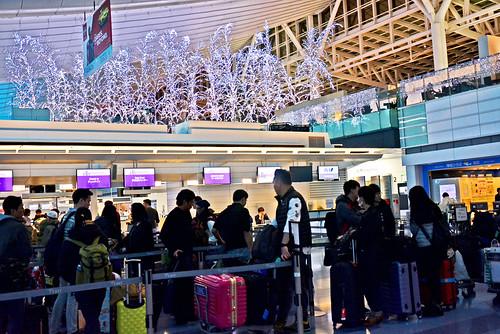香港エクスプレスのチェックインを待つ長蛇の列