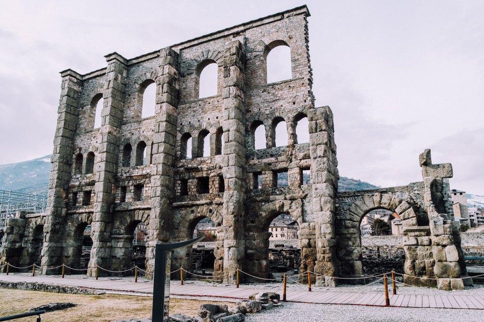 Facciata del teatro romano (Aosta)