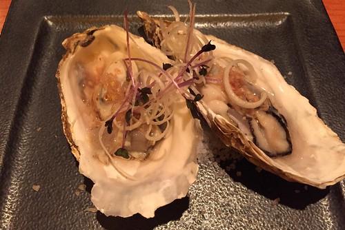 一品目は、広島の牡蠣ですよ!