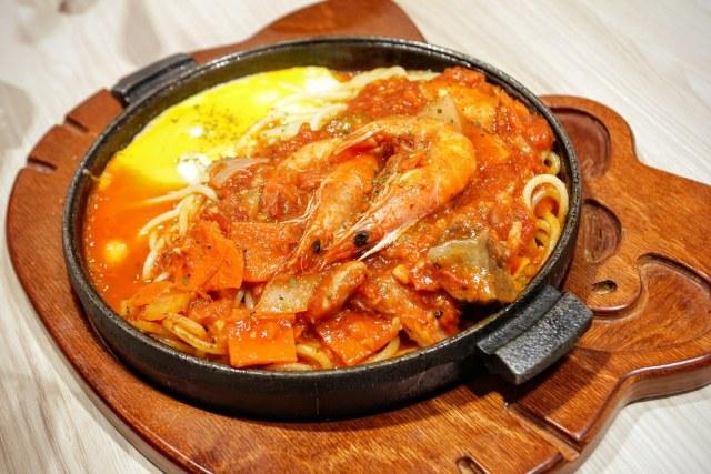 茄汁海鮮義大利麵,是鐵板麵就是了...
