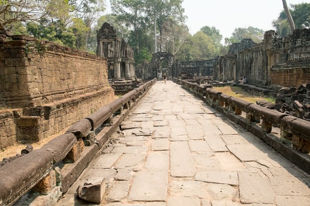 Pavement. Preah Khan