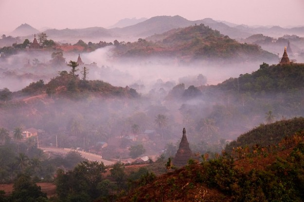 Receding. Shwetaung Paya sunrise