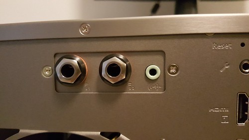 มีพอร์ตสำหรับไมโครโฟนเป็น Expansion slot ด้วย