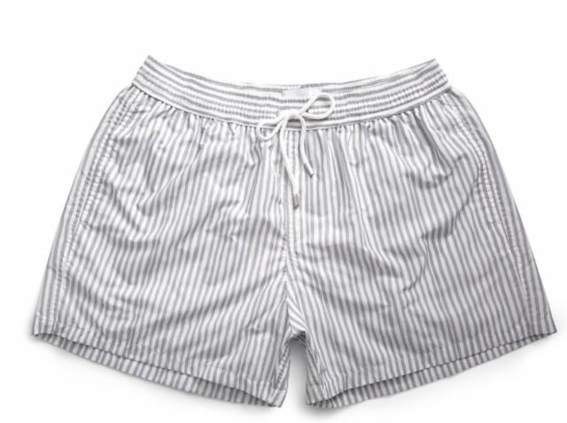 Bañador para hombre de rayas verticales grises y blancas