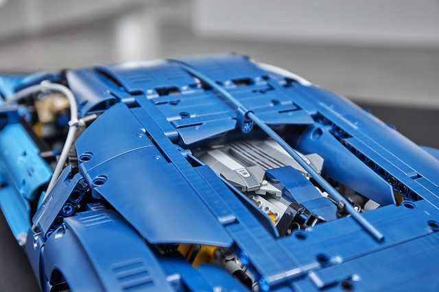 REVIEW LEGO Technic 42083 Bugatti Chiron