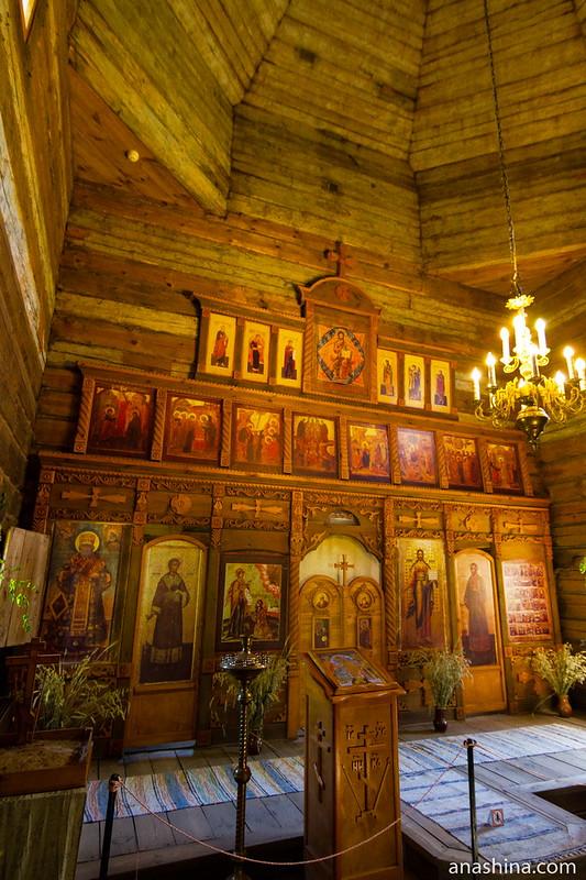 Внутреннее убранство Воскресенской церкви, музей деревянного зодчества, Суздаль