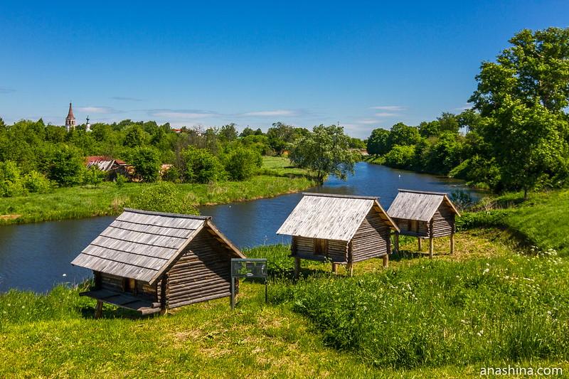 Амбары на сваях, Музей деревянного зодчества, Суздаль
