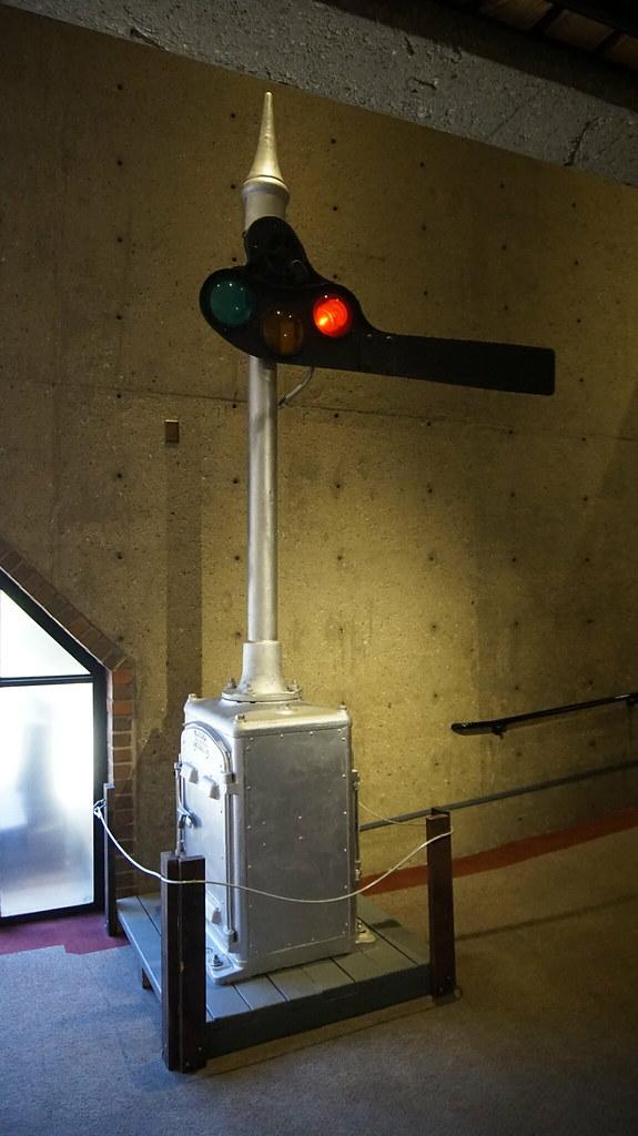 A classic semaphore 'dwarf' signal