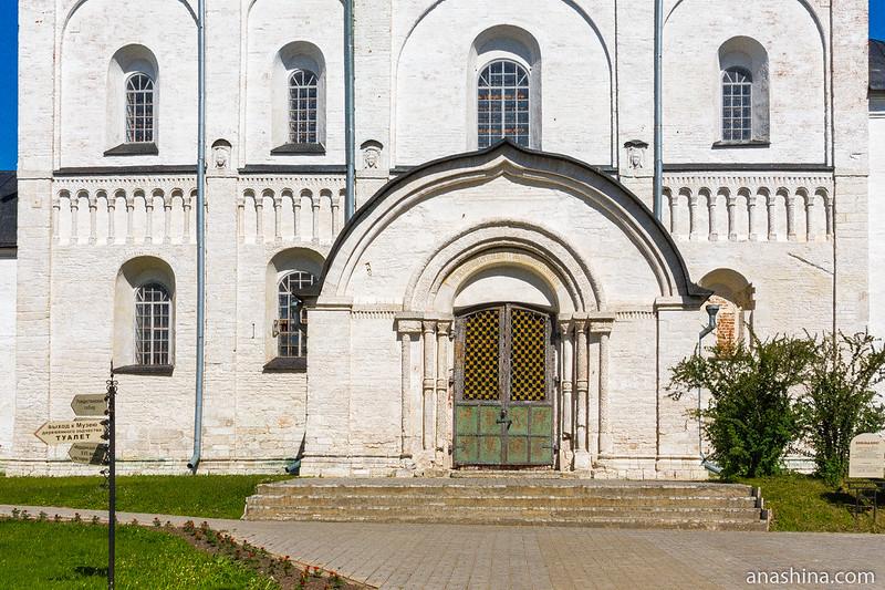 Белокаменная часть собора Рождества Богородицы