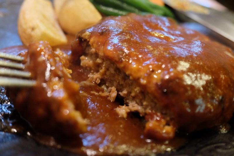 ハンバーグステーキ オニオンソース