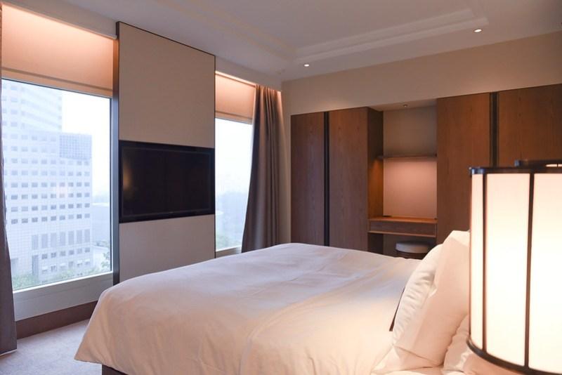 conrad singapore centennial suite bedroom