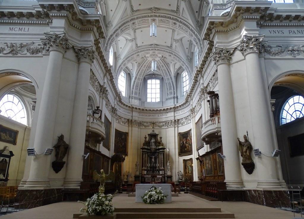 Altar y nave mayor interior Catedral de San Albino Cathédrale Saint-Aubain Namur Belgica 02