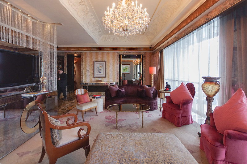 living room - presidential suite of st. regis singapore