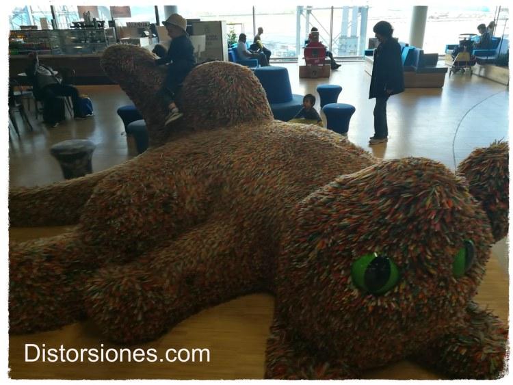 Mega oso de peluche en Schiphol