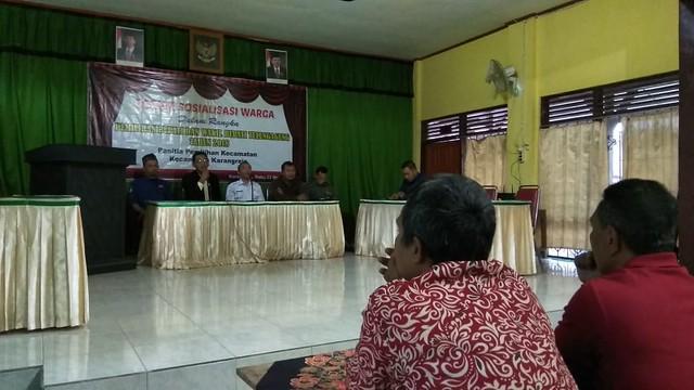 Komisioner KPU Mohammad Fatah Masrun saat memberikan sosialisasi pilkada berintegritas di SDN I Gedangan Karangrejo (23/5)