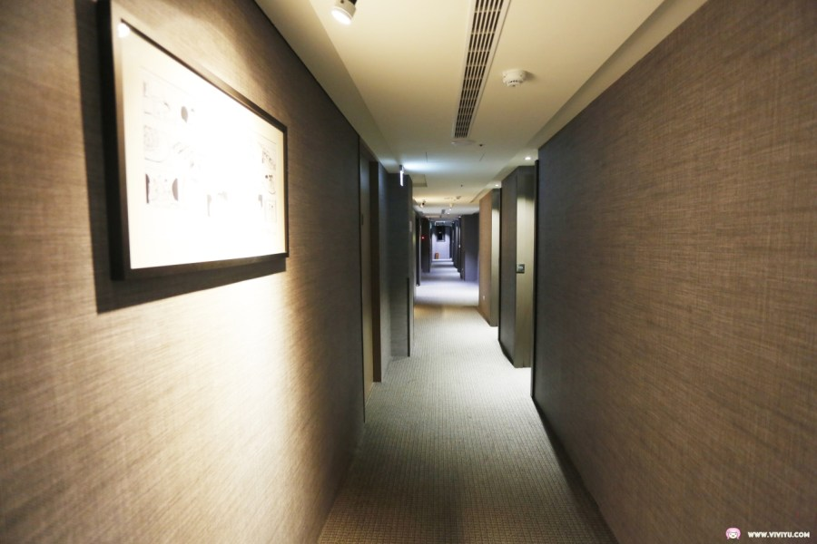 [臺中住宿]天成文旅-回行旅~逢甲夜市附近適合親子家庭入住.頂樓星空迴廊免費LoungeBar遊戲機來場親子對戰 @VIVIYU小世界