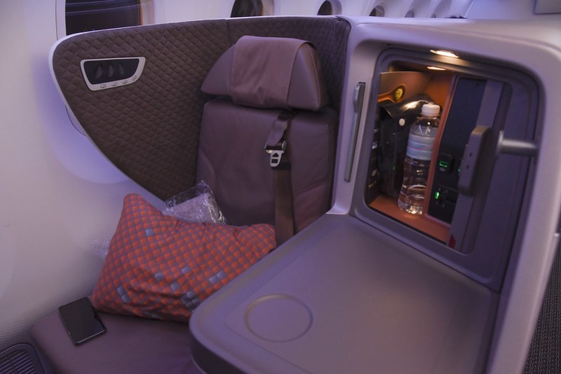 singapore airlines dreamliner business class seat