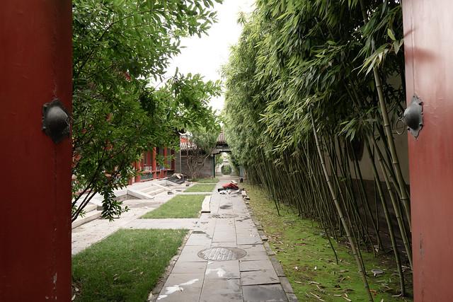 Opening door to Summer Palace 頤和園