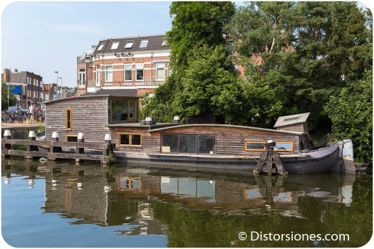 Casa flotante de madera