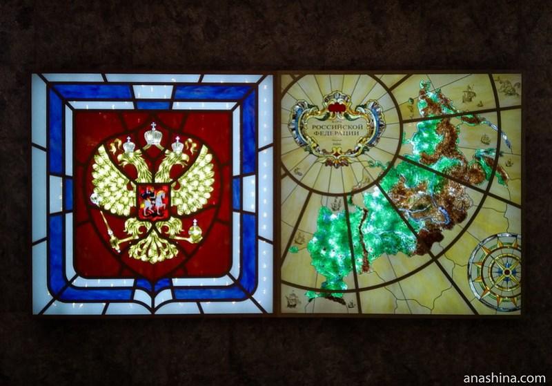 Герб и карта России