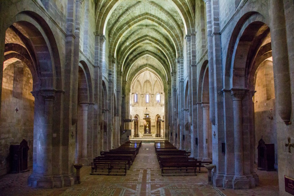 altar mayor nave central boveda interior Iglesia Real Monasterio de Santa Maria de Veruela Zaragoza 03