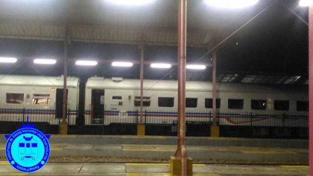 Kereta Api Ekonomi Bandung Jogja (1): Termurah Kereta Api Kutojaya Selatan 2/2