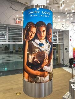 SEG Curved Light Box for Duty Free Display