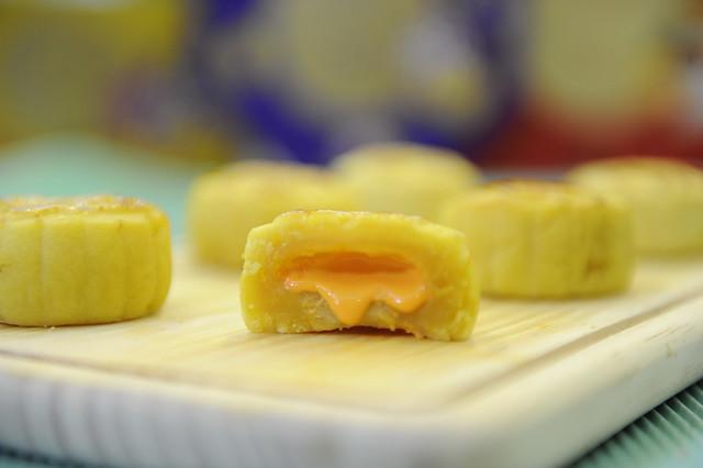 流心奶黃月餅1