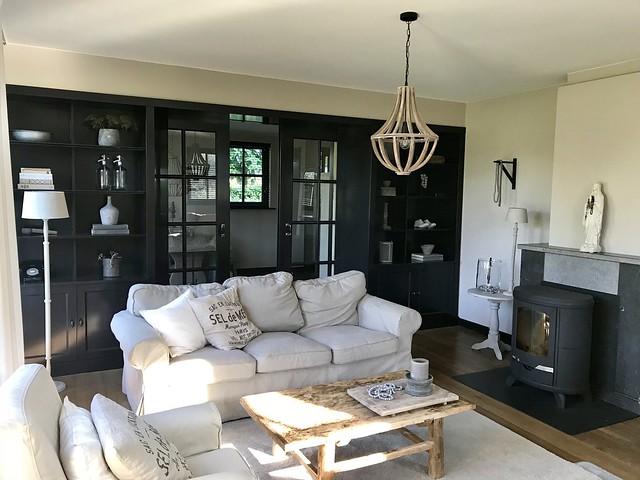 Zwarte kozijnen woonkamer landelijke stijl