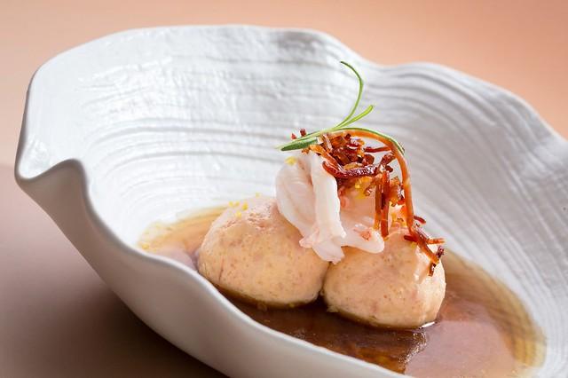 MOTPE - 鮮蝦麵包球搭牛肝菌高湯及煙燻火腿