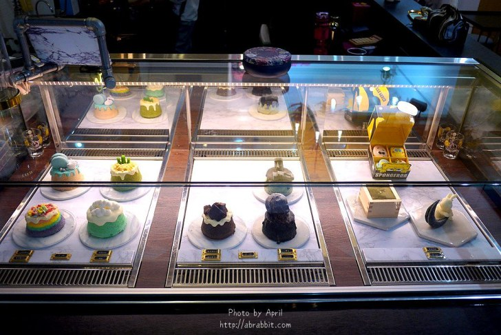 43025117724 bbf8cfe663 b - 台中逢甲甜點 LOVE PEACE-超美的彩虹蛋糕、海綿寶寶馬卡龍(10月過後新店開幕目前暫停營業)