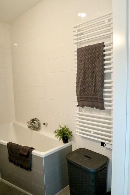 Badkamer wit grijs handdoekradiator