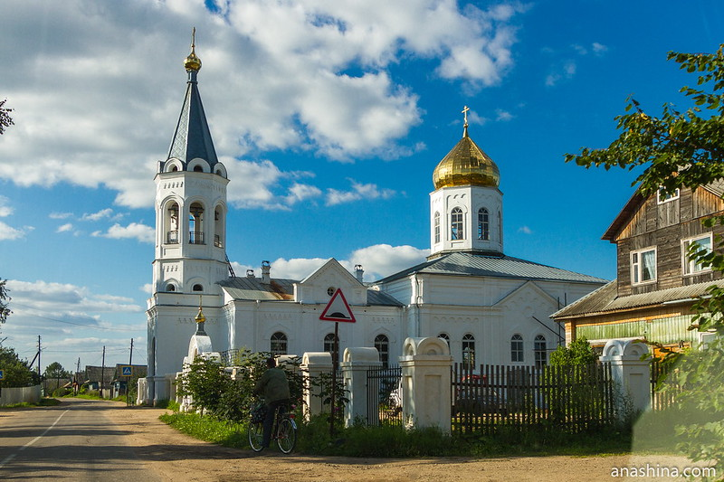 Церковь Спаса Преображения в селе Леонтьево
