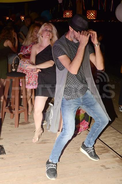 En Vie Beach'te sıcak gece En Vie Beach, sıcak yaz gecelerini eğlenceli bir partiyle daha da ateşlendirdi. Akşam yemeği ile başlayan parti, plajda devam eden dans gösterileri ve şovlarla ilerleyen saatlere kadar sürdü. Düzenlediği her organizasyon ile