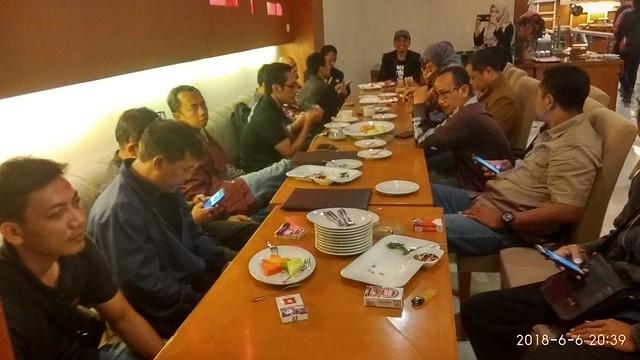 Suasana Sosialisasi denga Media di Restaurant Kartika Hotel Istana (6/6)