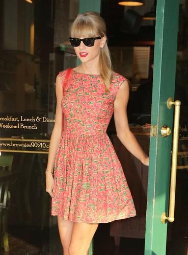Wie man Taylor Swifts modernen Vintage-Stil bekommt