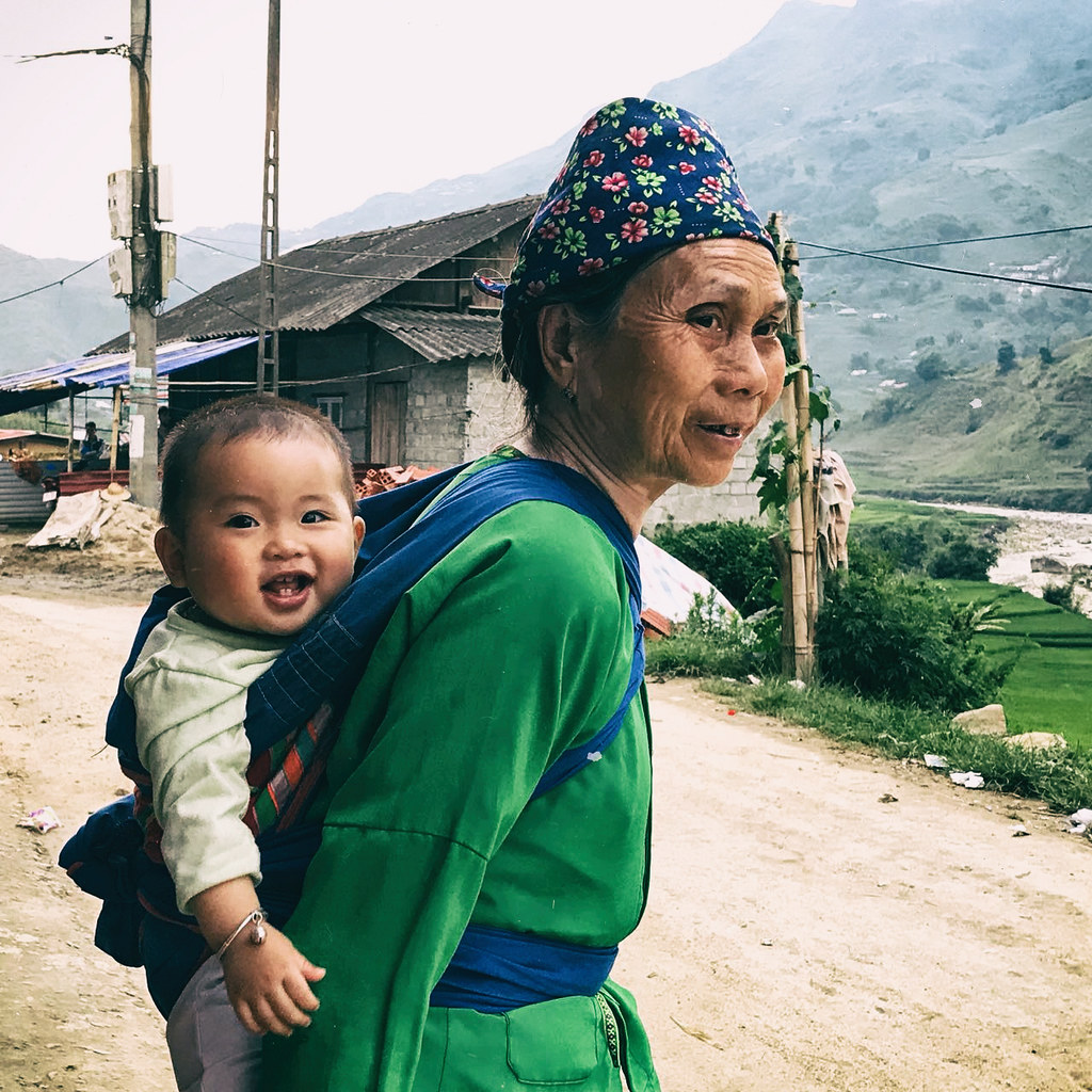 sapa-woman-and-baby,-outlanderly