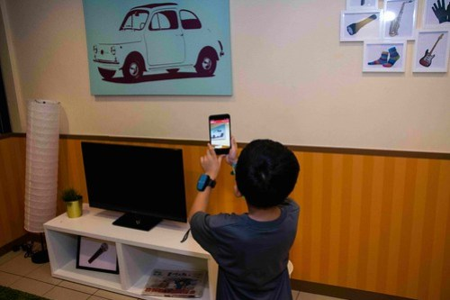 IMAGE 7 - Match emoji with real objects using Artificial Intelligence (AI) technology at KidZania Kuala Lumpur 'KidZ & Tech 3.0' Programme