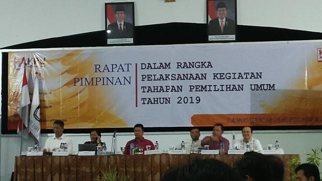 Suasana Rapat Pimpinan (Rapim) KPU Jatim dalam rangka pelaksanaan kegiatan tahapan Pemilu 2019 di Samodra Hall Lantai dua, Hotel Tanjung Kodok (18/9)