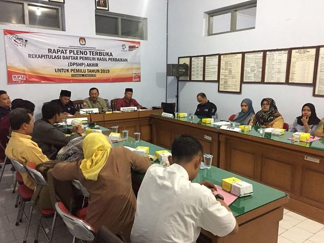 Suasana Rapat Pleno DPSHP Akhir oleh PPK Tulungagung di Kantor Kecamatan Tulungagung (15/8)