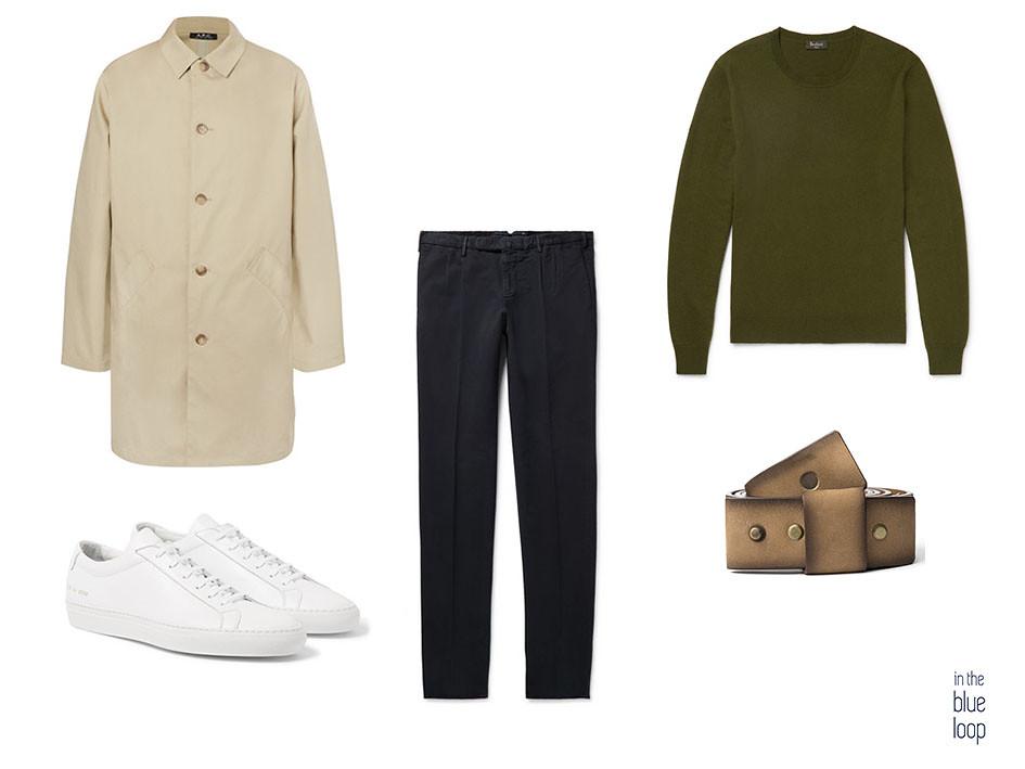 Chubasquero con sneakers blancas, cinturón masculino Famara de Blue Hole, sneakers blancas, pantalón y jersey el top 5 para el entretiempo.